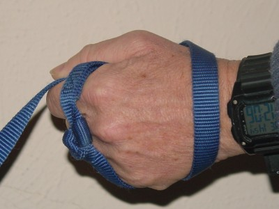 Finger Grip Technique to Hold a Dog Leash